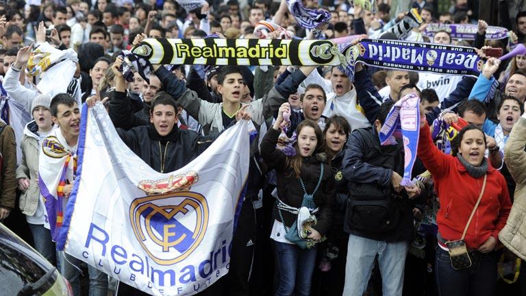 La afición del Madrid llena Cibeles