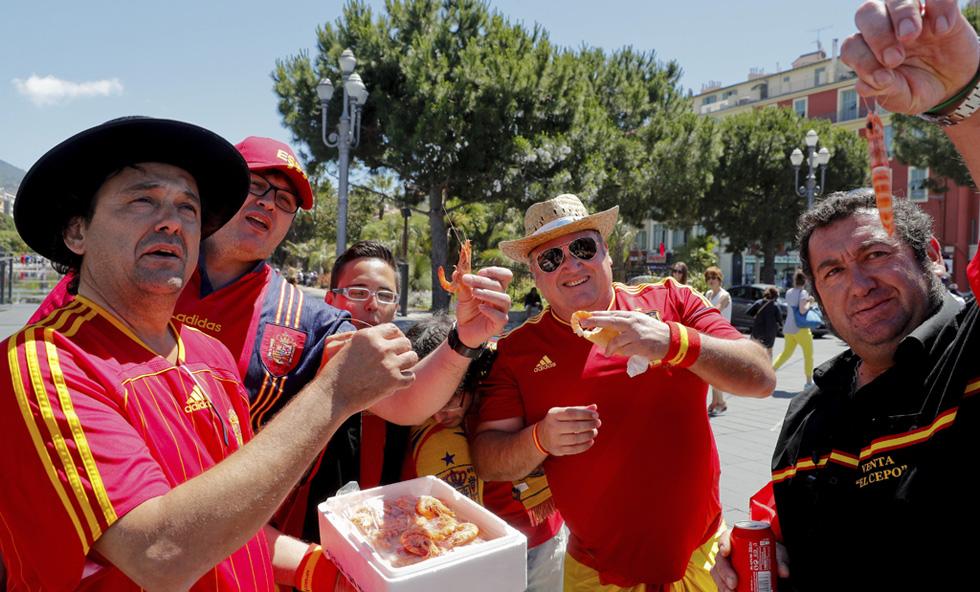 La afición española 'calienta' en Niza para el partido ante Turquía