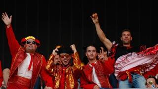 La afición española enloquece con la Roja