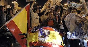 La afición madridista celebra el título de Liga en Cibeles