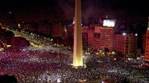 Ir al VideoLos aficionados argentinos celebran el subcampeonato conseguido por su selección.