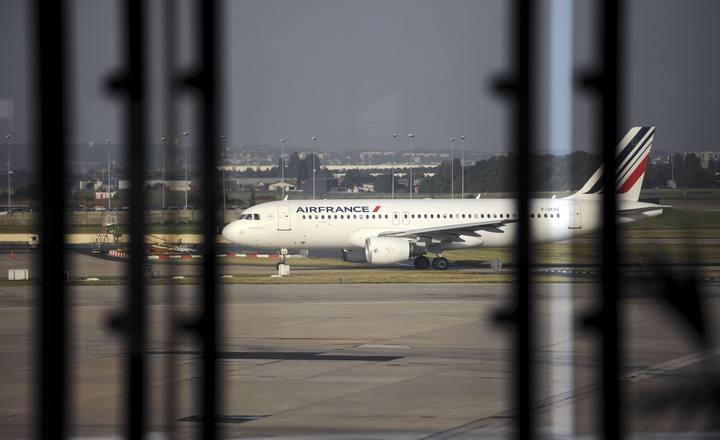 Un Airbus A320 de Air France en el aeropuerto parisino de Orly