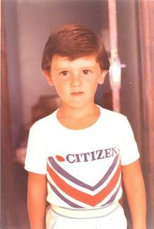 El candidato de Ciutadans, aquí en una imagen cuando era pequeño, cumple 31 años en plena campaña electoral