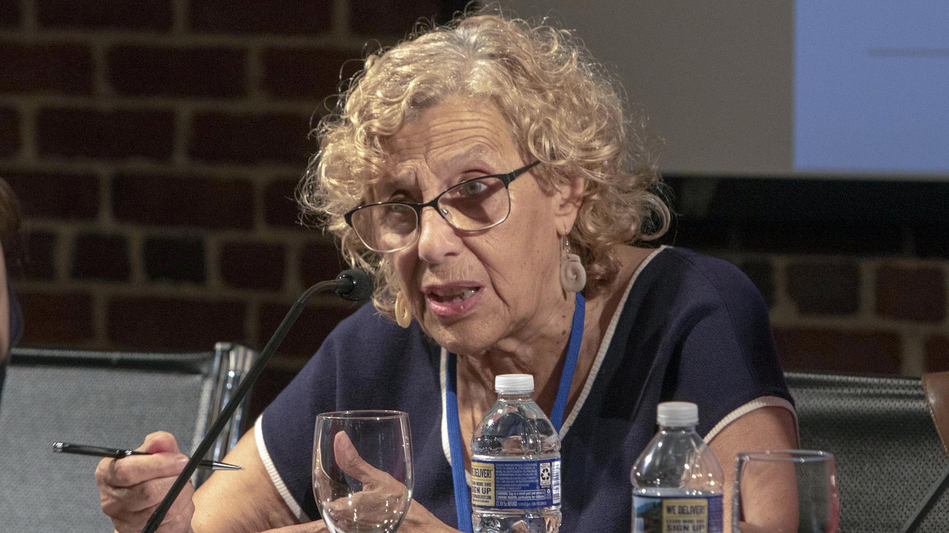 Ir al VideoLa alcaldesa de Madrid, Manuela Carmena, está cada vez más cerca de buscar un segundo mandato