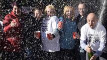 Alegría desbordada entre los agraciados en el Sorteo Extraordinario de la Lotería de Navidad