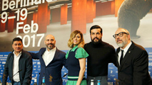 """Ir al VideoÁlex de la Iglesia estrena su nueva película """"El bar"""" en Berlín"""