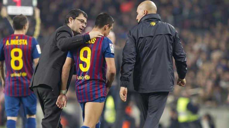 Alexis, lesionado, no jugará con el Barça el próximo miércoles en la Liga de Campeones contra el Bayer Leverkusen.