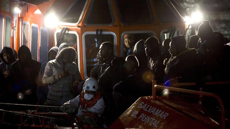 Algunos de los inmigrantes que han sido rescatados este domingo en la costa de Málaga.