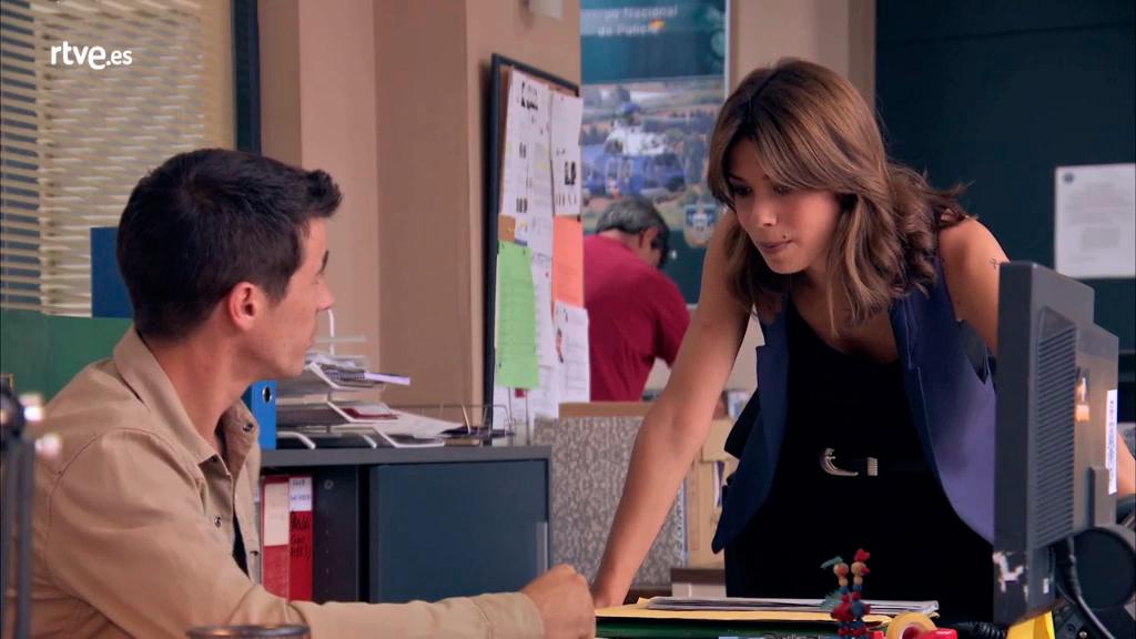 Servir y proteger - Alicia anima a Rober en sus estudios