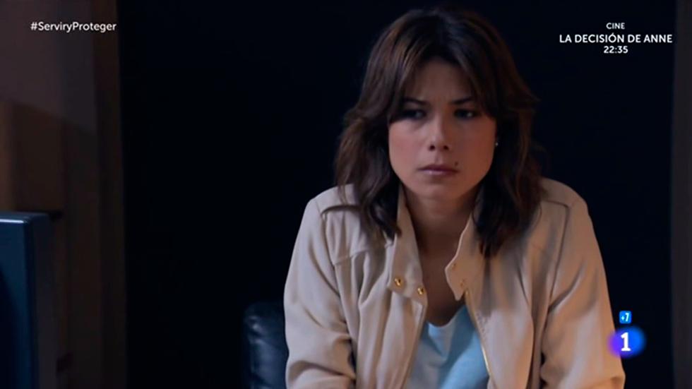 Servir y proteger - Alicia descubre una pista sobre el amante de su madre