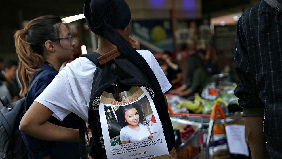 Los allegados de los desaparecidos en el incendio de Londres siguen buscándoles tras la tragedia