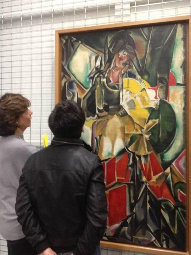 En el almacén del Museo Reina Sofía descubriendo la Mujer con abanico de María Blanchard