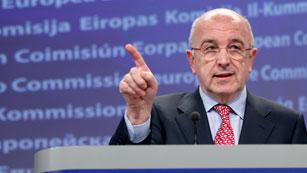 Almunia afirma que el rescate financiero tendrá nuevas condiciones y supervisión de un troika