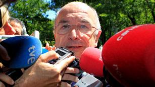 Almunia asegura que la UE vigilará más a España tras pedir el rescate de la banca