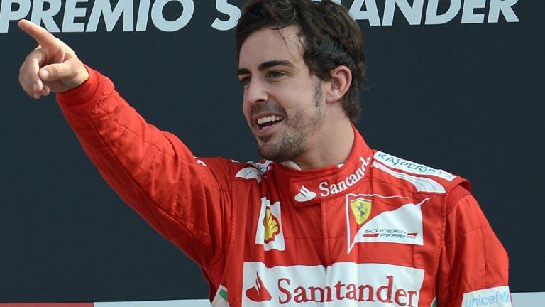 Alonso da clases de conducción
