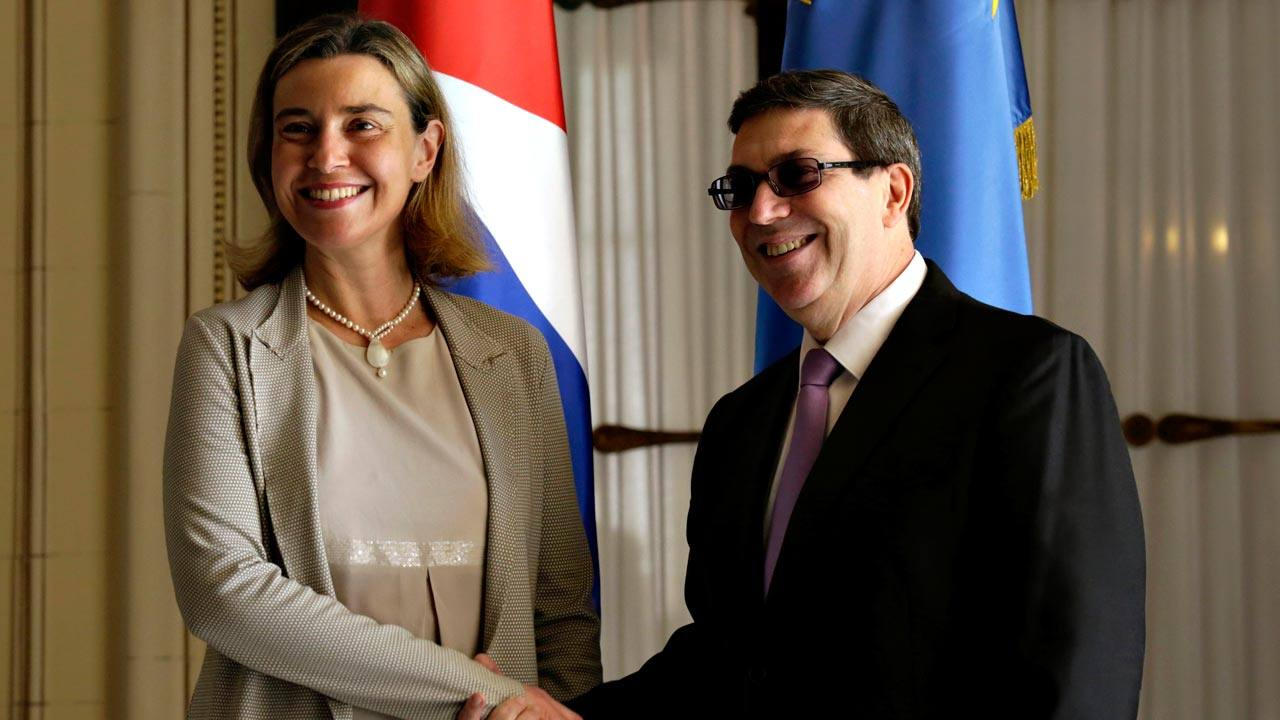 La Alta Representante de la UE en Política Exterior, Federica Mogherini, y el canciller cubano, Bruno Rodríguez, en La Habana
