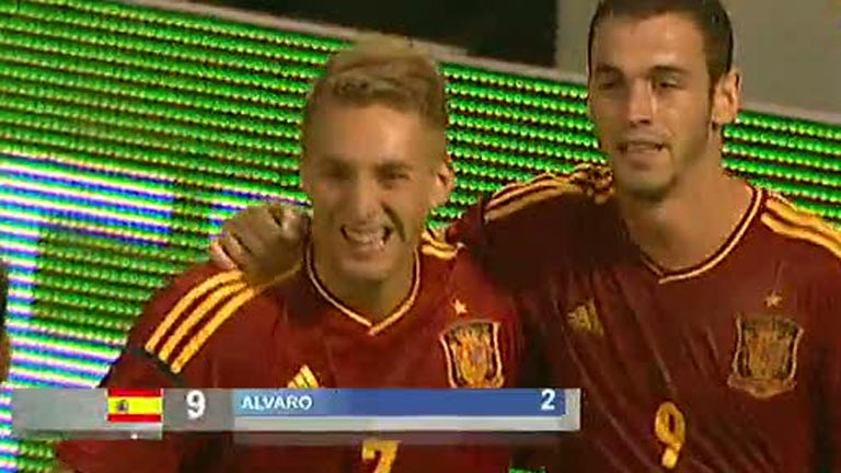 Álvaro Vázquez consigue el tercero, España 3 - Croacia 0