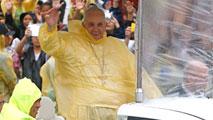 La amenaza de tormenta tropical trastoca la agenda del papa en Filipinas