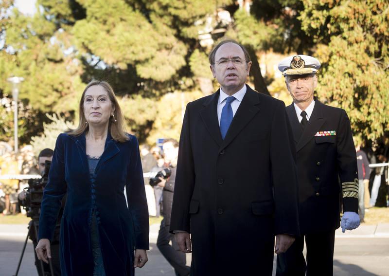 Los presidentes del Congreso, Ana Pastor, y del Senado, Pío García Escudero, y el Jefe del Estado Mayor de le Defensa (JEMAD), almirante Fernando García Sánchez han participado en el acto.