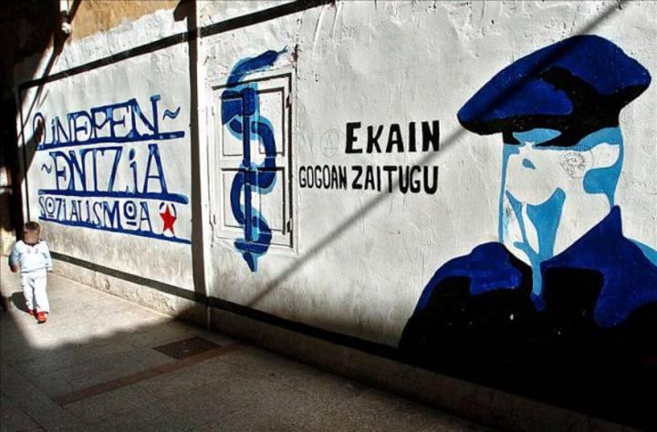 Anagrama de ETA en un grafiti.