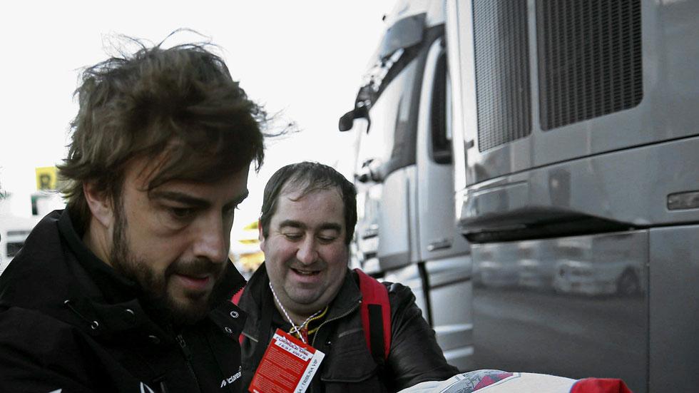 Ángel Nieto y Carlos Sáinz desean a Alonso una pronta recuperación