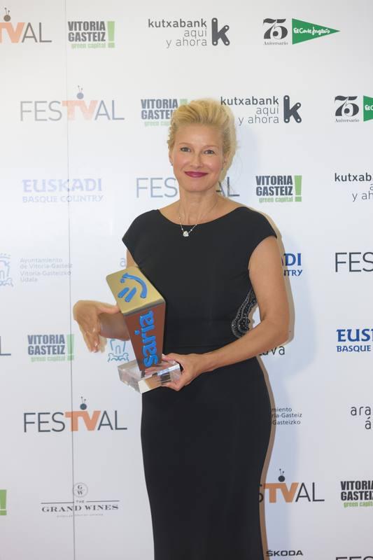 Anne Igartiburu con el Premio EITB por su trayectoria