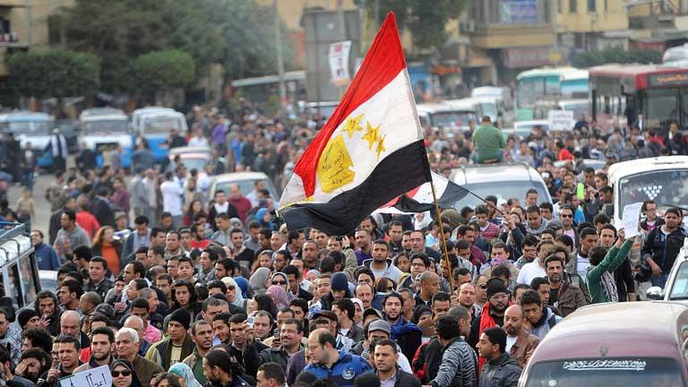Los egipcios piden la renuncia de la Junta Militar en el aniversario de la caída de Mubarak