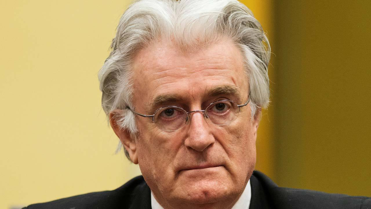 El antiguo líder serbobosnio Radovan Karadzic en la sala de audiencias de su juicio de apelación en la Haya el 11 de julio de 2013.