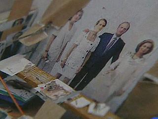 Ver vídeo  'Antonio López a punto de terminar el retrato de la familia real que comenzó en 1994'