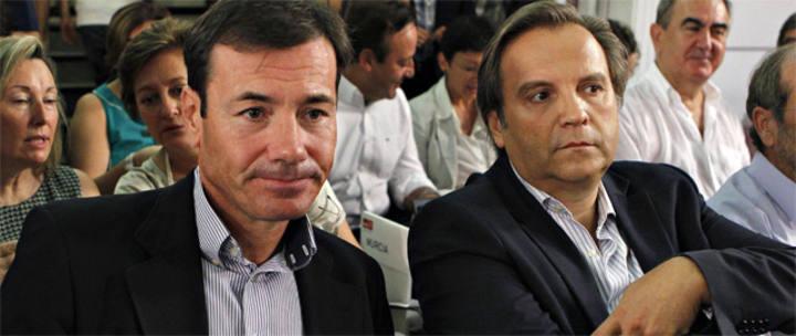 Antonio Miguel Carmona (dcha) junto al líder del PSM, Tomás Gómez (izq)