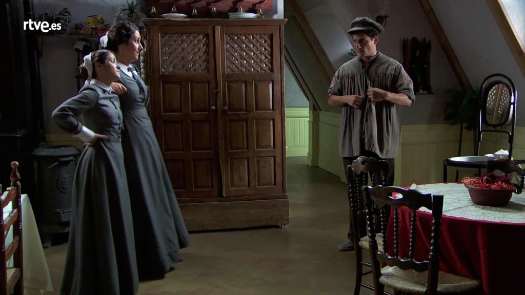 "Acacias 38 - Antoñito busca ""faena"" vestido como mozo"