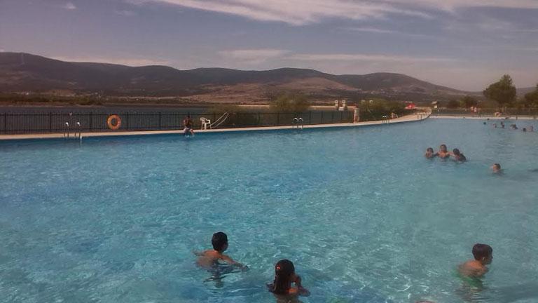 Aqu la tierra una piscina de lo m s natural aqu la for Piscina natural de riosequillo