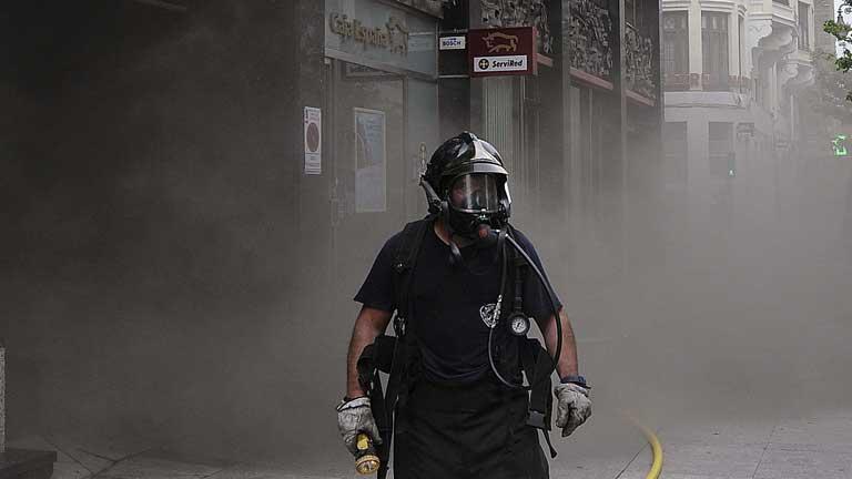 Sin control el incendio del Ayuntamiento de León