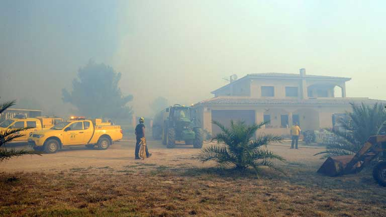 El fuego que avanza sin control en el Alt Empordà se ha cobrado ya cuatro víctimas mortales