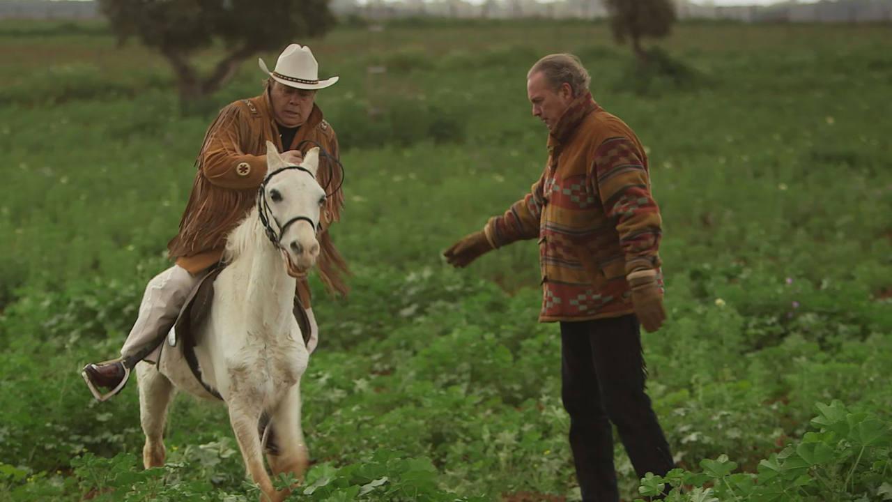 Arévalo monta a caballo en 'En la tuya o en la mía'