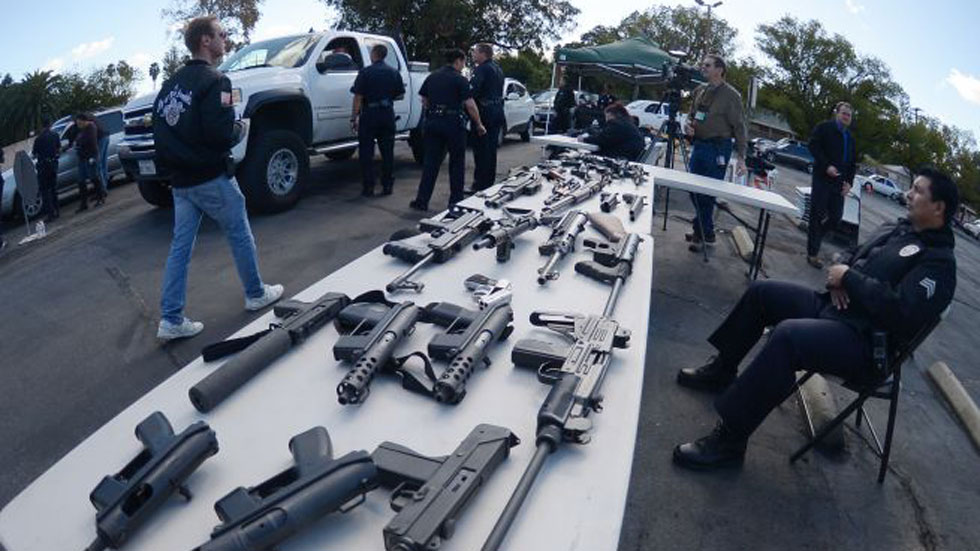 'Un arma por un vale', la campaña que ha reducido la delincuencia en Los Ángeles