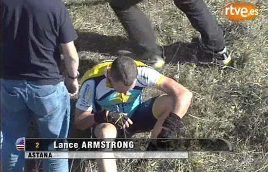 Armstrong se cae y abandona en Castilla y León
