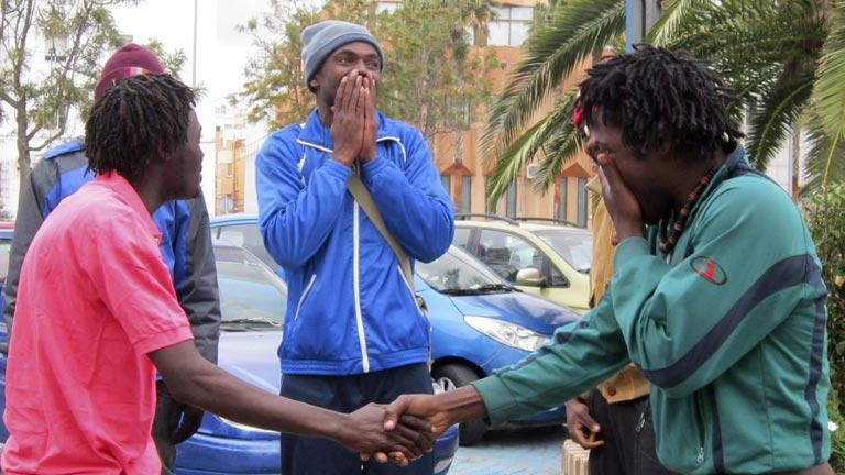 Unos 200 inmigrantes intentan entrar en Melilla y medio centenar lo consiguen