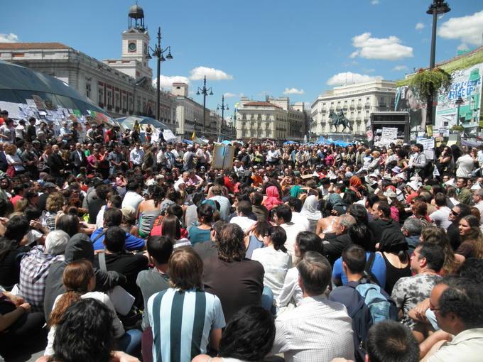 El movimiento 15 m proh be a los medios grabar la asamblea for Puerta 15 foro sol