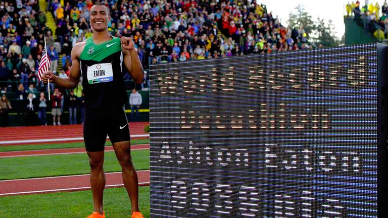 Ashton Eaton bate el récord mundial de decatlón