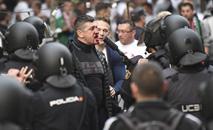 Ir al VideoAsí se prepara la Policía Nacional para intervenir en el fútbol