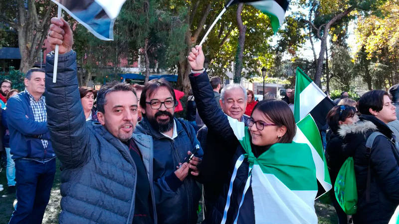 Asistentes a la manifestación por un tren digno para Extremadura celebrada en Madrid