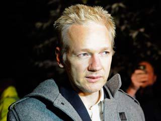 Assange llega a su arresto domiciliario