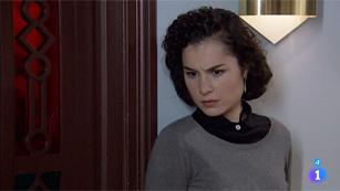 Amar - Asun descubre algo sospechoso de Rocío Zúñiga