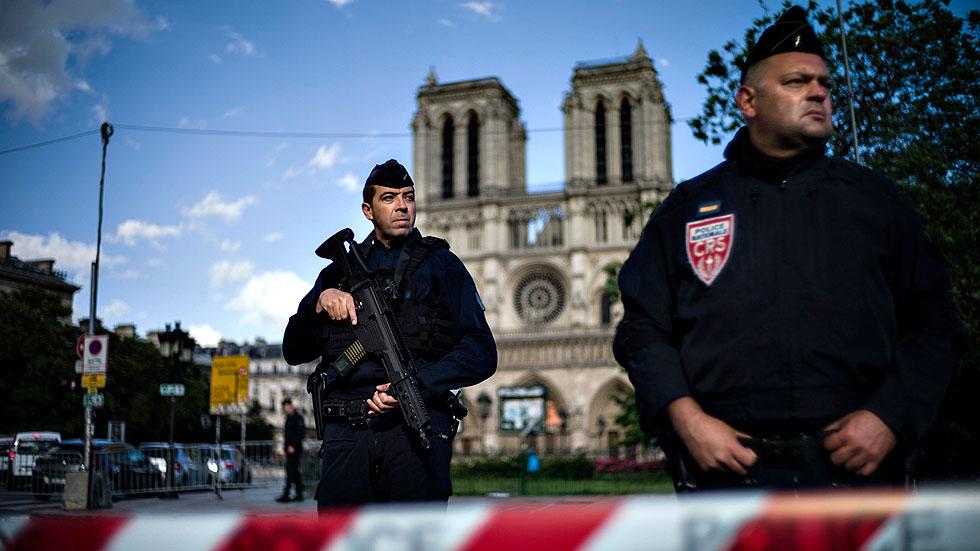 """Ataque a la policía en París al grito de """"¡Esto es por Siria!"""""""