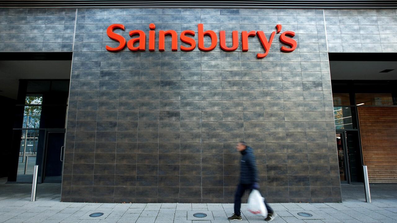 Ir al VideoAtaques racistas a la campaña de navidad de una popular cadena de supermercados de Reino Unido