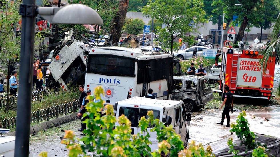 Un atentado con coche bomba mata al menos a once personas en Estambul