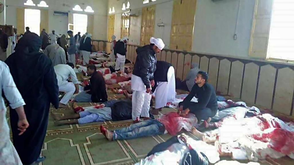 Un atentado contra una mezquita del Sinaí deja al menos 235 muertos en Egipto