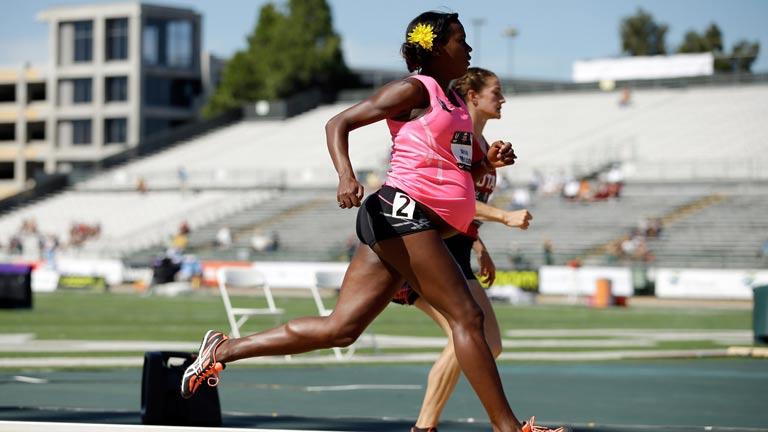La atleta Alisya Montaño compite embarazada de ocho meses