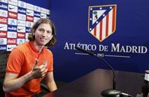 Ir al VideoEl Atletico vence al Oviedo a la par que Filipe Luis es presentado